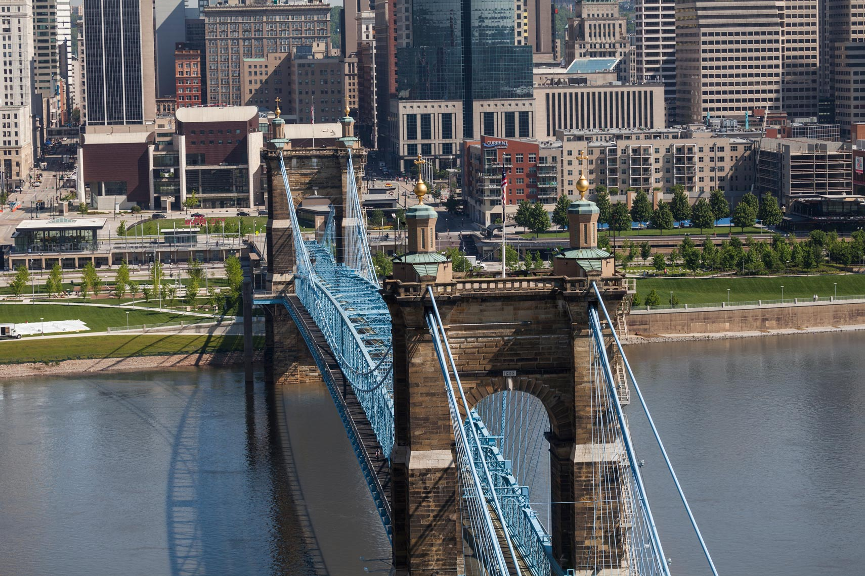 Cincinnati_Cityscape_Roebling_Close