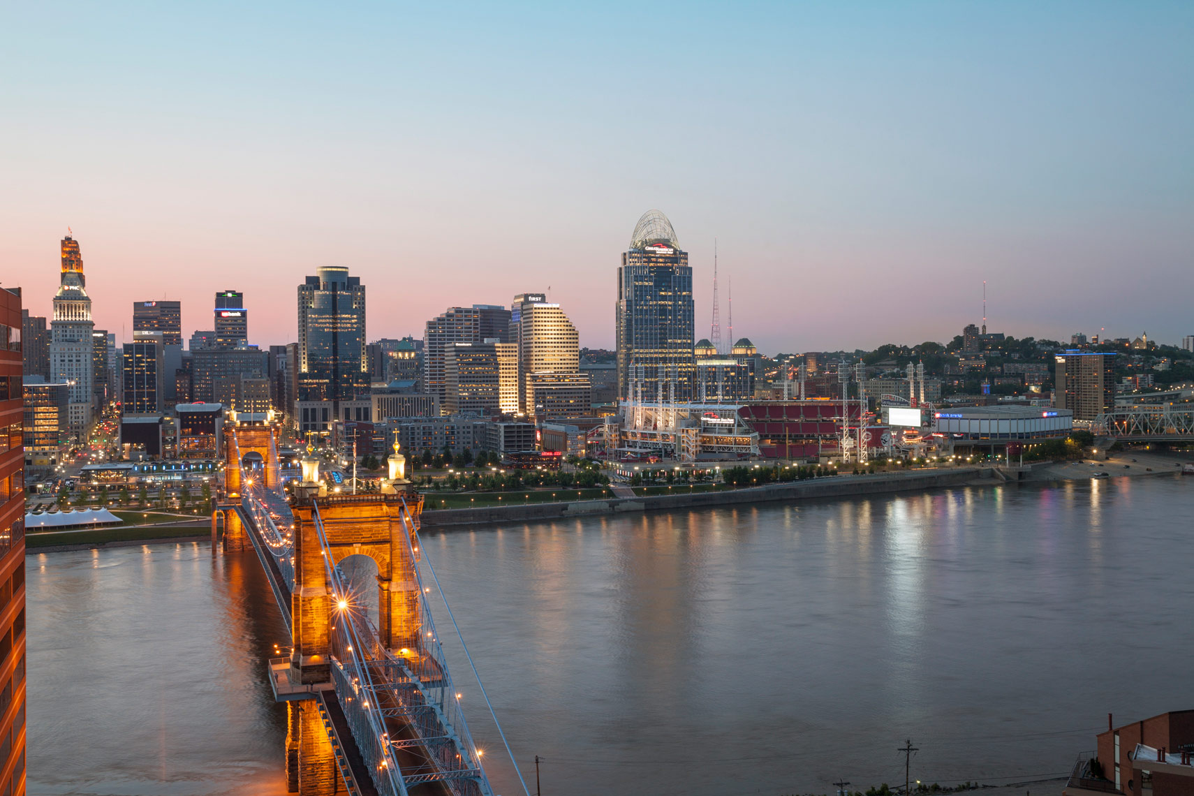Cincinnati_Cityscape_Roebling_Night